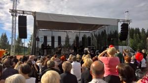 Uusi esiintymislava Tampereen Kaupin pesäpallostadionilla Heinäkuussa 2016 Jari Sillanpään puistokonsertissa.